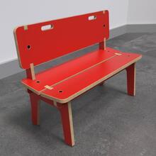 Op deze afbeelding ziet u de Buxus Bench high red uit de kindermeubel collectie Buxus